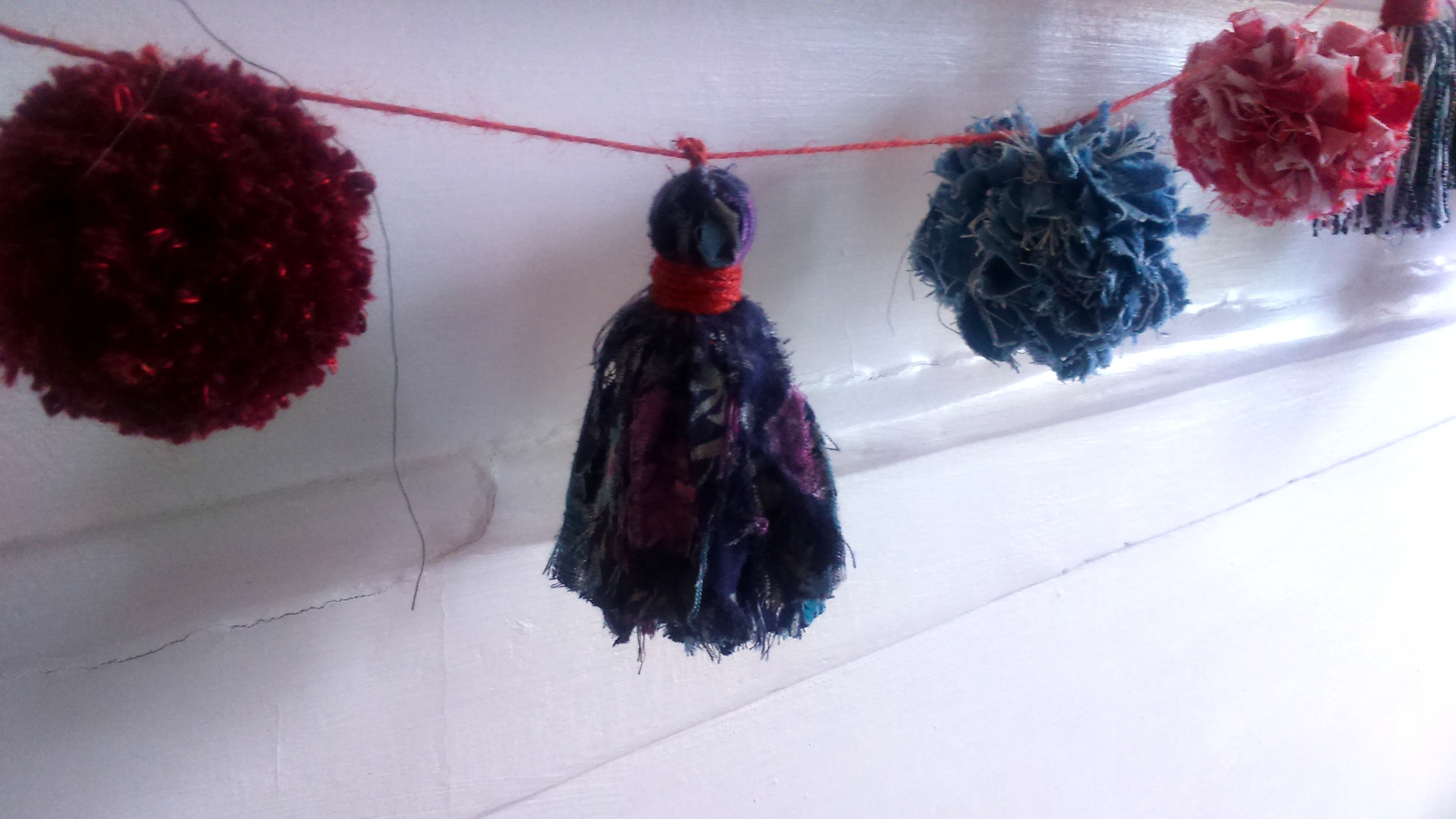 Make It Blog Pom Pom & Tassel Bunting!